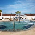 exterior-piscina-chorros-hotel-fiesta-palladium